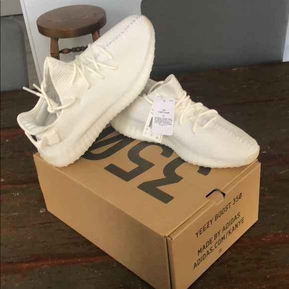 7f4bc6be3 NWT Yeezy Boost 350 V2 Triple White size 11